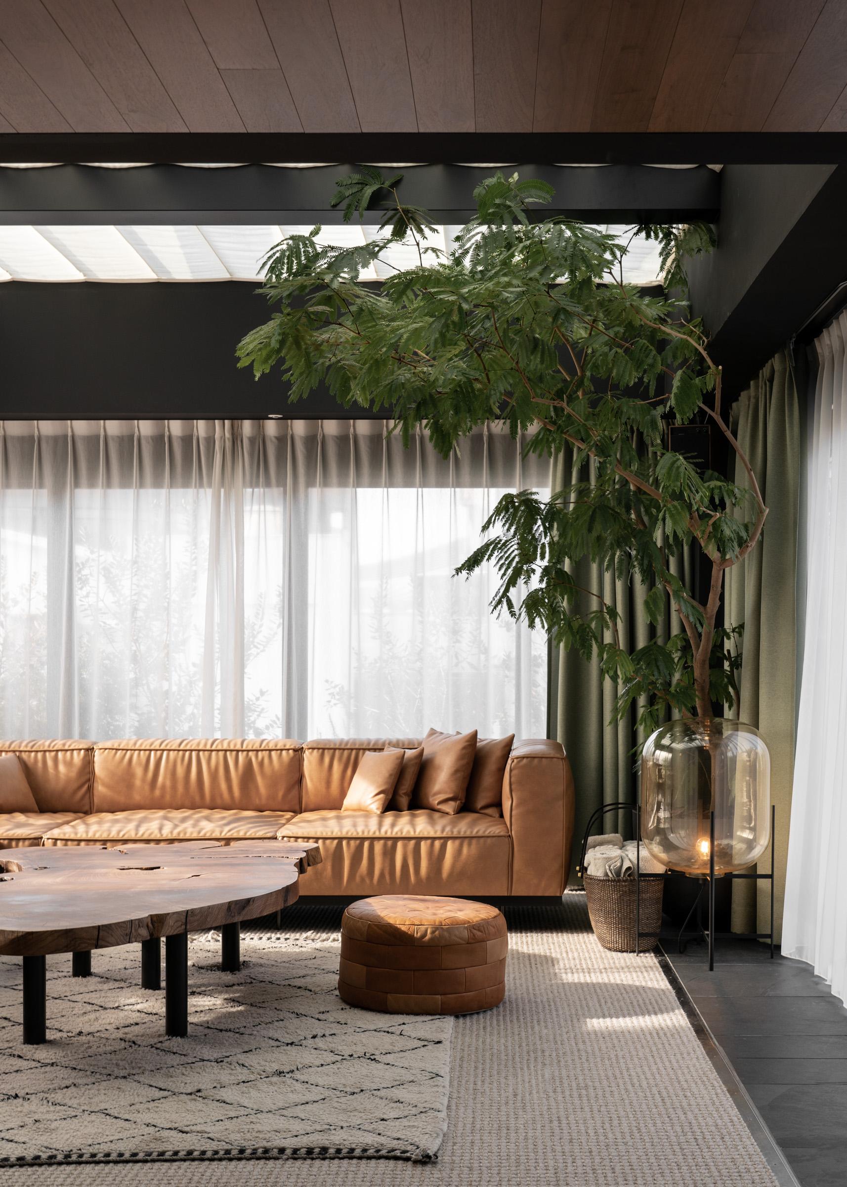 TRUNK HOTEL Interview — Modern Design Hotel Tokyo Shibuya - Softer Volumes